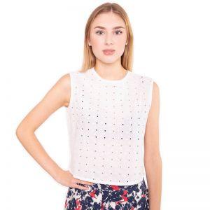 Weiße Baumwoll Bluse mit zeitlosem Schnitt aus reiner perforierter, bestickter Baumwolle, kurz geschnitten mit einer Knopfleiste hinten von Haye Fashion aus Hamburg