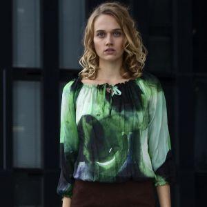 Grün schwarz gemusterte Designer Seidenbluse mit praktischem Innenshirt aus Viskose von Haye Fashion Hamburg